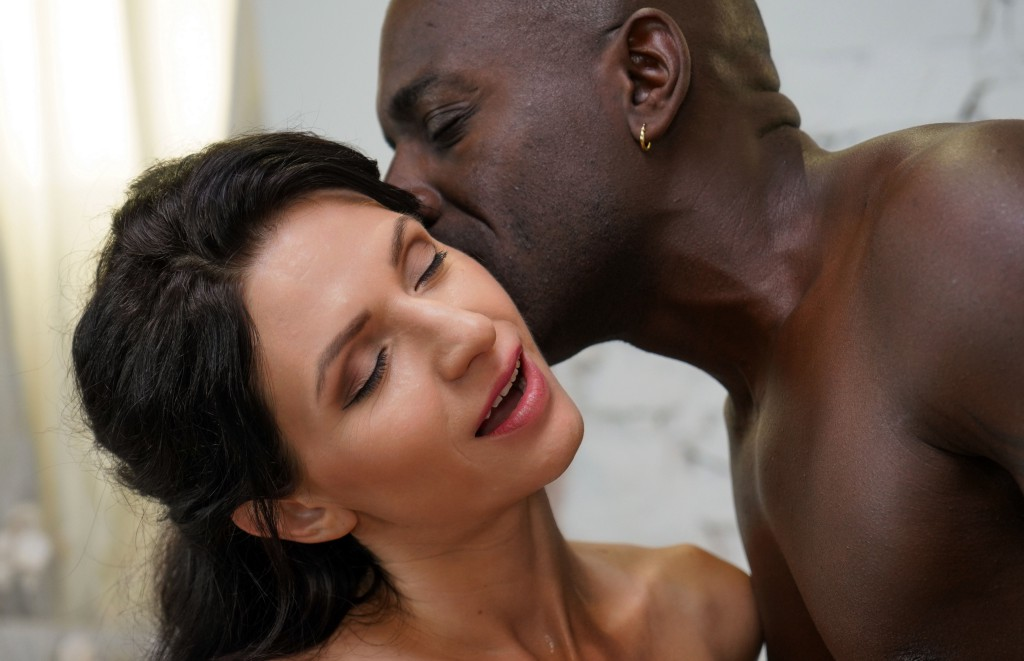 Voyeur Sex in the Time of COVID-19